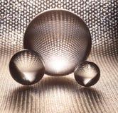 De zilveren ballen van het kristalglas royalty-vrije stock afbeelding