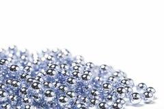 De zilveren blauwe decoratie van de Kerstmis glanzende parel Stock Foto