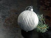 De zilveren decoratie van snuisterijkerstmis Royalty-vrije Stock Foto