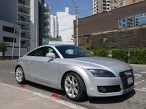 De zilveren die coupé van Audi TT in Miraflores, Lima wordt geparkeerd Stock Foto