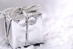De zilveren gift van Kerstmis Stock Afbeelding
