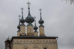De zilveren oude orthodoxe kerk van het koepeldak Stock Afbeelding