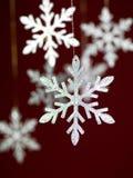 De zilveren sneeuwvlokken met schitteren Royalty-vrije Stock Foto's