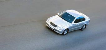 De zilveren snelheid van de luxe Duitse auto royalty-vrije stock afbeelding