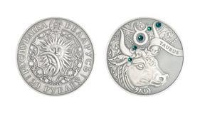 De zilveren Stier van het muntstuk Astrologische teken royalty-vrije stock afbeelding