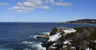 De zilveren toneelkustlijn van de mijnsleep van Newfoundland dichtbij Torbay Newfoundland Royalty-vrije Stock Foto