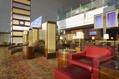 De Zitkamer van emiraten in de Luchthaven van Doubai Royalty-vrije Stock Afbeeldingen