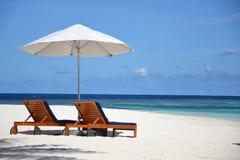 De Zitkamers van de strandzon Royalty-vrije Stock Foto