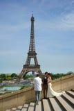 De Zitting Parijs van de huwelijksfoto Stock Foto