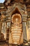 De zitting van Boedha op koning van Naga Royalty-vrije Stock Afbeeldingen