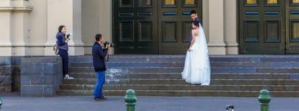 De zitting van de huwelijksfoto royalty-vrije stock afbeelding