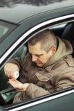 De zitting van de mens in auto Royalty-vrije Stock Foto