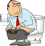 De zitting van de mens op een toilet Royalty-vrije Stock Afbeeldingen