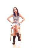 De zitting van de vrouw op stoel Royalty-vrije Stock Afbeelding