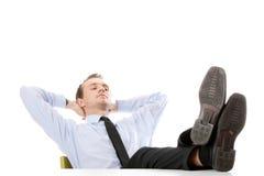 De zitting van de zakenman bij bureau stock afbeelding