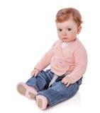 De zitting van het babymeisje stock afbeeldingen