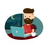 De zitting van het jonge mensen hipster karakter bij een laptop en het werk overwerk laat - nacht Het freelance werk Vlakke vecto Stock Foto's