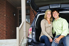 De zitting van het paar in rug van auto Royalty-vrije Stock Afbeelding