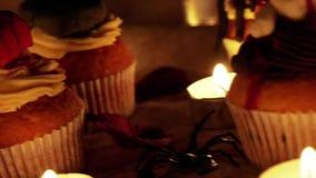 De zoete buitensporige cake van Halloween cupcake stock videobeelden