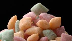 De zoete die suikergoedstootkussens van Snacksuiker worden gemengd roteren achtergrond stock video
