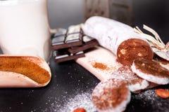 De zoete salami van de koekjeschocolade stock afbeelding