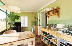 De zolder van Nice, keuken royalty-vrije stock afbeelding