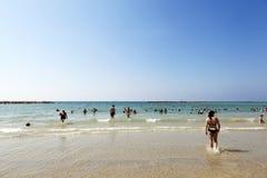De zomer bij het Strand in Tel Aviv Royalty-vrije Stock Afbeeldingen