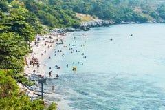 De zomer bos schone overzeese van de strandmengeling steen Royalty-vrije Stock Fotografie