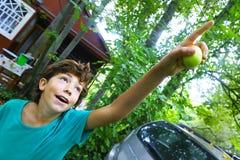 De zomer dicht omhooggaand portret van het jongensland Stock Foto