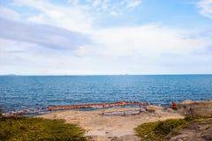 De zomer is een overzees van blauw royalty-vrije stock fotografie