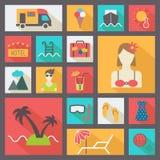 De zomer en vakantie geplaatste pictogrammen, vlakke ontwerpvector Stock Fotografie