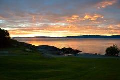 De zomer eveninig op de kust van Trondheim Royalty-vrije Stock Afbeeldingen