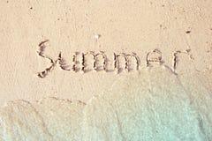 De zomer in het overzeese zand wordt geschreven dat Royalty-vrije Stock Foto