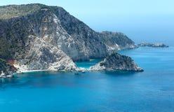 De zomer Ionische overzeese kustmening (Kefalonia, Griekenland) Royalty-vrije Stock Afbeeldingen