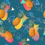 De zomer kleurrijk naadloos patroon met tropische installaties en hibiscusbloemen Stock Afbeelding