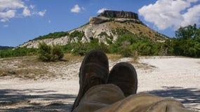 De zomer in de Krim, een halt bij de berg stock afbeelding
