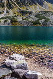 De zomer in 5 merenvallei in Hoge Tatra-Bergen, Polen Stock Foto's