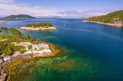 De zomer in Noorse fjord Royalty-vrije Stock Foto's
