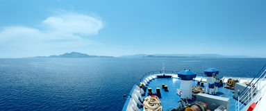 De zomer overzeese mening van veerboot (Griekenland) Royalty-vrije Stock Foto's