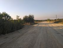 De zomer in Russisch dorp, stoffige weg Stock Fotografie