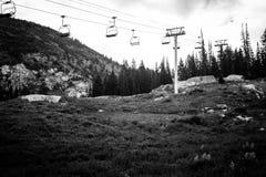 De zomer Ski Lifts royalty-vrije stock afbeelding