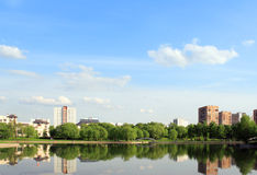 De zomer in stadspark royalty-vrije stock foto's