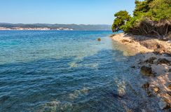 De zomer steenachtig strand, Kroatië royalty-vrije stock foto's