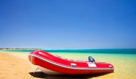De zomer van de reddingsboot en van de kustlijn. Stock Afbeelding