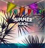 De zomer vectorillustratie met het landschapssilhouetten van het zonsondergangstrand van netto palmen en volleyball Stock Foto