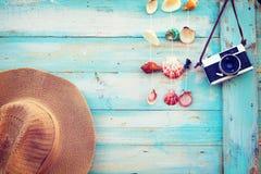De zomerachtergrond - het concept vrije tijdsreis in de zomer op een tropische strandkust Royalty-vrije Stock Foto
