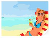 De zomerachtergrond met meisje en cocktail Stock Foto