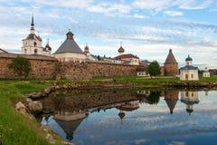 De zomeravond van het Solovetskykremlin royalty-vrije stock foto