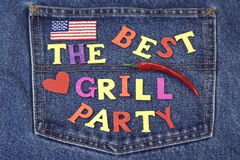 De zomerbarbecue of het Concept van Inventation van de Grillpartij op Jeans Achter Royalty-vrije Stock Afbeeldingen
