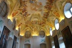 De zomereetzaal in de kloosterbouw, Strahov-Klooster, binnenlands Praag, Stock Afbeeldingen
